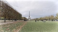 pic2 (Photos Vincent 2011 and beyond) Tags: paris tower tour eiffel champsdemars