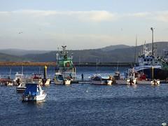 Barcos en Camarias (juantiagues) Tags: puerto barcos camarias juanmejuto juantiagues