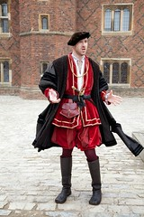 Hampton Court Palace - actor (Karen N. Wood) Tags: costumes historic hamptoncourtpalace costumedactors