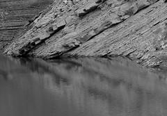 Lancia (qoanis.27) Tags: roccia lancia simmetria riflesso strati riflessioni marnosoarenacea