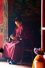 Boudhanath, Nepal (jafsegal (Thanks for the 3.5 million views)) Tags: instantfave nepal buddhism temple light monk kathmandu boudhanath pray spiritual asia aasia saariysqualitypictures flickrtravelaward people sit sitting seated