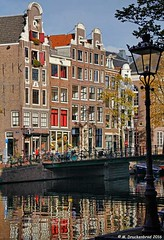 Cafe's at Kloveniersburgwal and Rusland in Old Center (PhotosToArtByMike) Tags: kloveniersburgwal amsterdam netherlands oldcentre cafe rusland dutch holland centrum centrecity medieval canal nieuwmarkt amstelriver