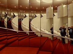 UDO LINDENBERG Hinter dem Horizont gehts weiter... im Stage Operettenhaus. (Wallus2010) Tags: stageoperettenhaus hamburg udolindenberg musical spiegelung tz61 stpauli spiegelkabinett