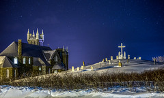 Percé Church and Cemetery (Danny VB) Tags: cimetiere cemetery church winter snow night stars sky tombe eglise cross etoiles percé gaspésie québec canada dannyboy hiver neige decembre canon 6d ef50mmf18ii