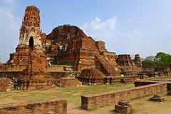 Ancient ruins of Wat Maha That in Ayutthaya, Thailand (UweBKK (α 77 on )) Tags: ayutthaya thailand southeast asia sony alpha 77 slt dslr ancient ruins wat maha that mahathat history historical temple buddhist religion religious faith