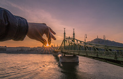 Don't let the sun set (Vagelis Pikoulas) Tags: sun sunset sunburst sunshine budapest buda canon 6d tokina 1628mm hungary europe travel bridge liberty november 2016 autumn sky river danube