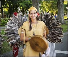 2016-08_DSC_9400_20160805 (Réal Filion) Tags: fête nouvellefrance québec canada wendake amérindien indien autochtone plume costume tradition femme amerindian indian native feather women quebeccity