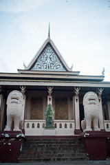 Chiens lions (Dlirante bestiole [la posie des goupils]) Tags: temple asia cambodge cambodia boudhism phnompenn