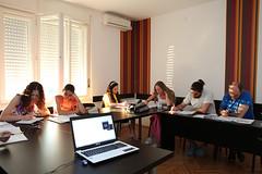 studenti uče (Akademija Oxford) Tags: school classroom laptop class cas ucionica ucenici skolski