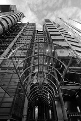 IMG_9909bw Lloyd's by Richard Rogers (marklarmuseau) Tags: city uk lloydsoflondon rogersstirkharbour