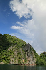 Miniloc Big Lagoon (www.JnyAroundTheWorld.com - Pictures & Travels) Tags: biglagoon naturallagoon rockformations philippines palawan pilipinas elnido bacuitarchipelago bacuitislands miniloc islands nature wilderness canon jnyaroundtheworld jenniferlavoura