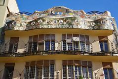 Reprenons notre dambulation  Barcelone (PierreG_09) Tags: barcelona espaa architecture spain catalunya maison espagne catalua casabatll barcelone modernisme batll passeigdegracia espanya antonigaud catalogne