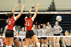 oops ! (RPahre) Tags: wisconsin illinois universityofwisconsin universityofillinois huffhall huff volleyball block lauryngills tionnawilliams robertpahrephotography copyrighted donotusewithoutwrittenpermission
