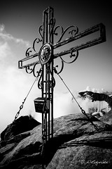 Dem Himmel nah (Der Wildi) Tags: mountains alps montagne austria sterreich nikon berge alpen d800 gipfelkreuz hohetauern grosglockner glocknergruppe afs1685mmf3556