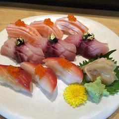ซูชิสดใหม่ ปลาสดๆจากญี่ปุ่น Waza Sushi @27/1 Mall
