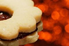 Happy Bokeh Cookie (simondownunder) Tags: hhm macromonday macro sigma105 food rust bokeh happybokeh strobist yongnuo flash cookie happymacromonday hmm