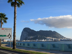 Roundabout sign, Rock of Gibraltar from Avenida de España, La Línea, Spain (Paul McClure DC) Tags: spain andalusia dec2016 españa andalucía lalíneadelaconcepción gibraltar scenery architecture campodegibraltar