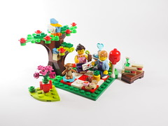 LEGO Seasonal Valentine's Day Picnic