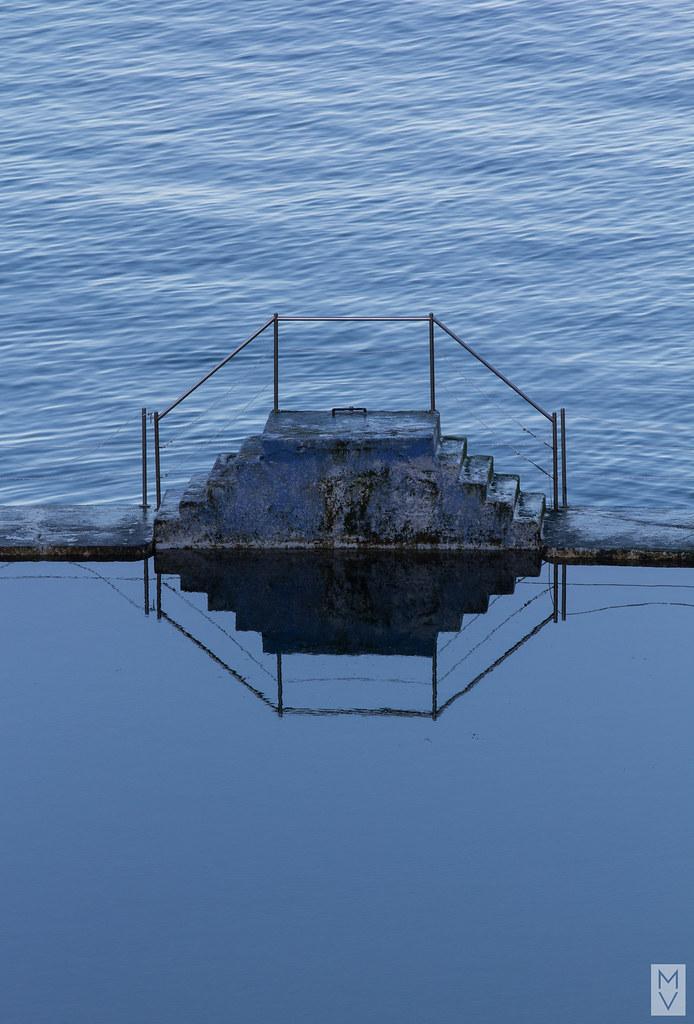 The world 39 s best photos of bleu and plongeoir flickr for Plongeoir piscine