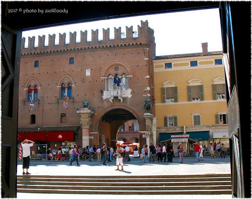 Palazzo Municipale visto dalla Cattedrale di San Giorgio, Ferrara (FE)
