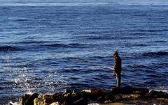 Pescando de incógnito (camus agp) Tags: pesca mediterraneo españa