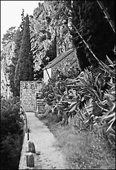 Sv. Jere (Mediterraneo) Tags: bw slr architecture 50mm fuji croatia split adriatic exakta dalmatia oreston rtl1000 meyeroptikgorlitz