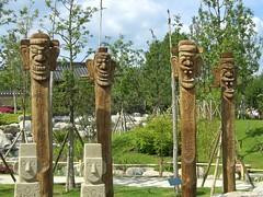 Koreanischer Garten - Totempfhle (Jolli) Tags: marzahn freizeitpark