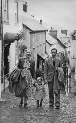 Observations concerning raincoats. (Fray Bentos) Tags: england fashion costume clothing devon 1950s clovelly lynmouthflooddisaster