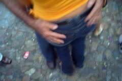 êta, olha essa mão boba...!! (street paparazzo) Tags: jeans dança casal mão pelourinho forro bumbum ralacoxa ralafivela sãojoãonopelô