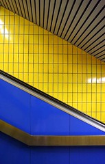 schweden (arndalarm) Tags: blue abstract yellow metal architecture underground subway tile metro steel escalator fliesen 100v10f swimmingpool gelb ubahn architektur abstructure blau bochum metall mondrian stahl rolltreppe schwimmbad flagstones bermudadreieck swimmingbath arndalarm engelbertbrunnen