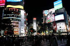 The scramble crossing in shibuya (tarop) Tags: light film japan night tokyo crossing 28mm shibuya natura 2006 fujifilm 109 iso1600 scramble classica