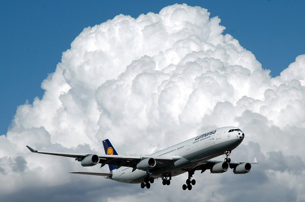 Lufthansa by caribb, on Flickr