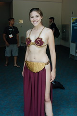 Comic Con 2006: More Leia (earthdog) Tags: vacation 1025fav starwars costume sandiego cosplay 2006 comiccon leia returnofthejedi unknownperson metalbikini metalslavebikini summervacation06 comiccon06 starwarscostume comicbookcon metalslavebikinileia needscamera needslens