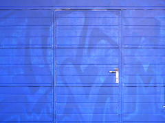 porta (*L) Tags: blue streetart azul lisboa indigo porta anil graffito av24dejulho malescondido umadesstas portaazul