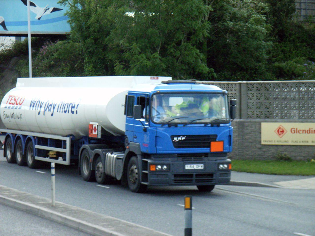 Y154OFM Tesco Petrol (by didbygraham)