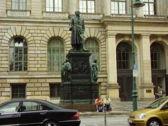 Statue at the Abgeordnetenhaus (Parliament building) (a3rynsun) Tags: building berlin statue germany deutschland parliament bundesrepublik abgeordnetenhaus