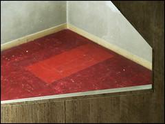 PVC Fuboden, rot, marmoriert (hyperspace328) Tags: red rot japan tokyo geometry shibuya staircase   pvc treppenhaus shelllimestone  muschelkalk