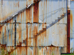 hilo wiggles (fotogail) Tags: city geotagged hawaii rust stair pattern decay hilo zigzag fotogail tropicalcity sfchronicle96hours geo:lat=1972308 geo:lon=155085411 yourtop60interestingfaves2006thanks gail:williams=2006