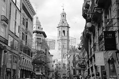 Calles de Valencia (Filo Schira) Tags: calle valencia valence rue calles rues street streets españa espagne spain blackandwhite blancoynegro noiretblanc pretoebranco bw bn nb explore explored