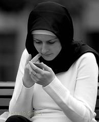 Moslim meisje met spiegeltje