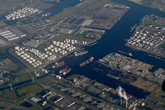 Amsterdam Port / Harbour Westpoort Aziehaven Amerikahaven Holland Nederland aerial photo (roli_b) Tags: holland amsterdam port photography photo ship nederland vessel aerial aus hafen flugzeug schiff tanker niederlande luftaufnahme westpoort amerikahaven aziehaven