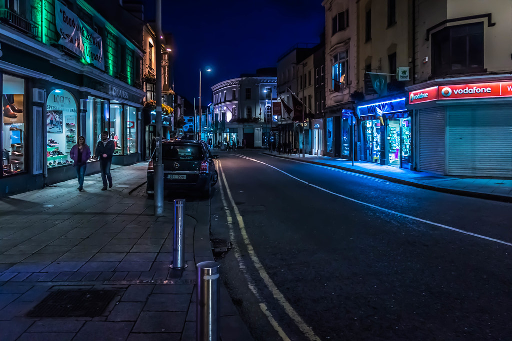 THE STREETS OF GALWAY [AT NIGHT] REF-107597
