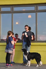 Whose icecream is better? (Andrew_Karter) Tags: ireland clare eire lahinch countyclare coclare