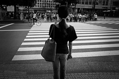 Shibuya,Tokyo (harumichi otani) Tags: bw monochrome tokyo shibuya streetphotography streetphoto bwphotography japanphotography japanstreetphotography japanbwphotography