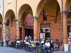 En la terraza (John LaMotte) Tags: italia bologna arco bolonia columna infinitexposure