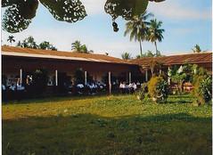 Anglų lietuvių žodynas. Žodis school-yard reiškia mokyklos kiemas lietuviškai.