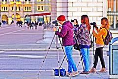 In prima linea (Riccardo Orti) Tags: street candid persone trieste fotografe tamron90mmmacro altocontrasto treppiedi fotocamere rivanazariosauro riveditrieste pentaxk5ii