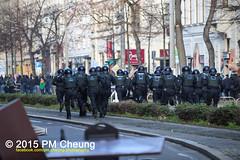 Proteste gegen Neonaziaufmarsch in Leipzig - Südvorstadt - Connewitz - 12.12.2015 - Leipzig - le1212 IMG_8242 (PM Cheung) Tags: leipzig demonstration sachsen proteste südvorstadt hooligans npd neonazis barrikaden csgas wasserwerfer nationalismus schlagstock krawalle rassismus naziaufmarsch gegendemonstration connewitz tränengas ausschreitungen sternmarsch südplatz htwk räumpanzer christianworch karlliebknechtstrase pmcheung pomengcheung lotharkönig facebookcompmcheungphotography dierechte pegida legida mengcheungpo silviorösler 12122015 leipzigconnwitz thügida offensivefürdeutschland leipzigbleibtrot protestfürfriedenundvölkerfreundschaft davidköckert gegenlinkenterrorunddielinkediktatur le1212