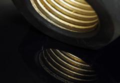 bullone (Roberto Gramignoli) Tags: bullone ferro acciaio metallo filetto luce iro metal light bolt
