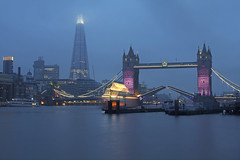 Fammi passare / Let me in (Tower Bridge, London, United Kingdom) (AndreaPucci) Tags: towerbridge london uk fog night theshard open andreapucci canoneos60 thames